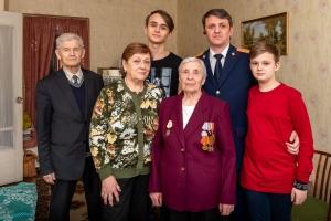 Ветеранам Станкомаша вручают медали в честь 75-летия Победы
