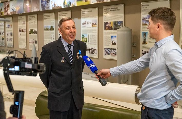 Съёмочные группы Первого канала и телеканала «НТВ» посетили «Станкомаш»